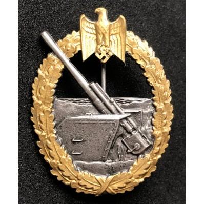 """Distintivo Per Combattenti Dei Reparti Di Artiglieria Di Marina """"Fec. Otto Placzek Berlin"""""""