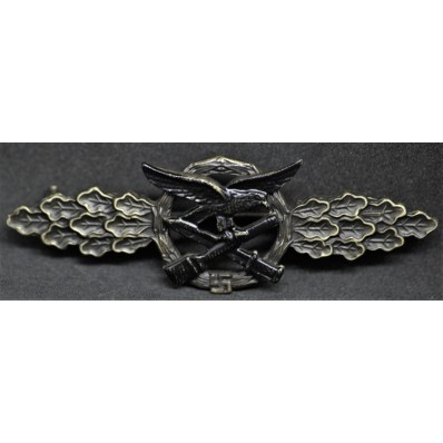 Close Combat Clasp (Bronze)